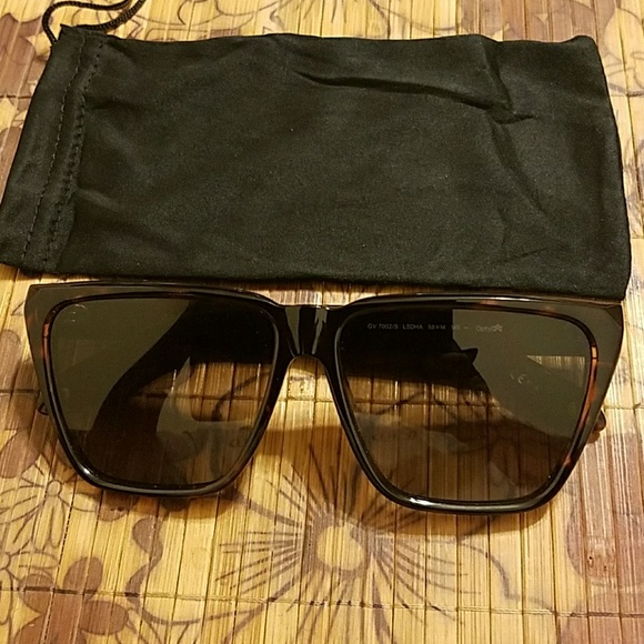 4c77cfe1d5 Givenchy Other - Givenchy 7002